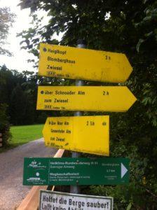 Heigelkopf Wegweiser kurz nach der WaldherrAlm