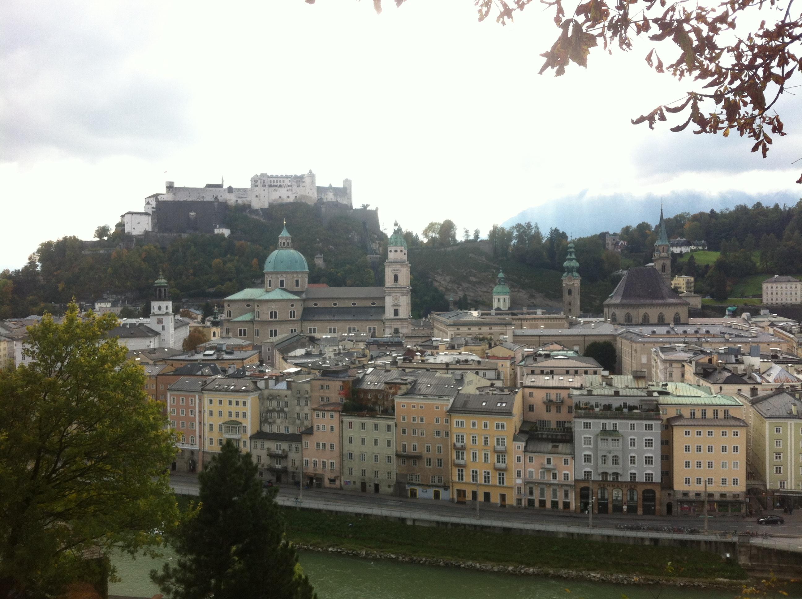 Blick auf die Salzburger Altstadt und die Festung Hohensalzburg