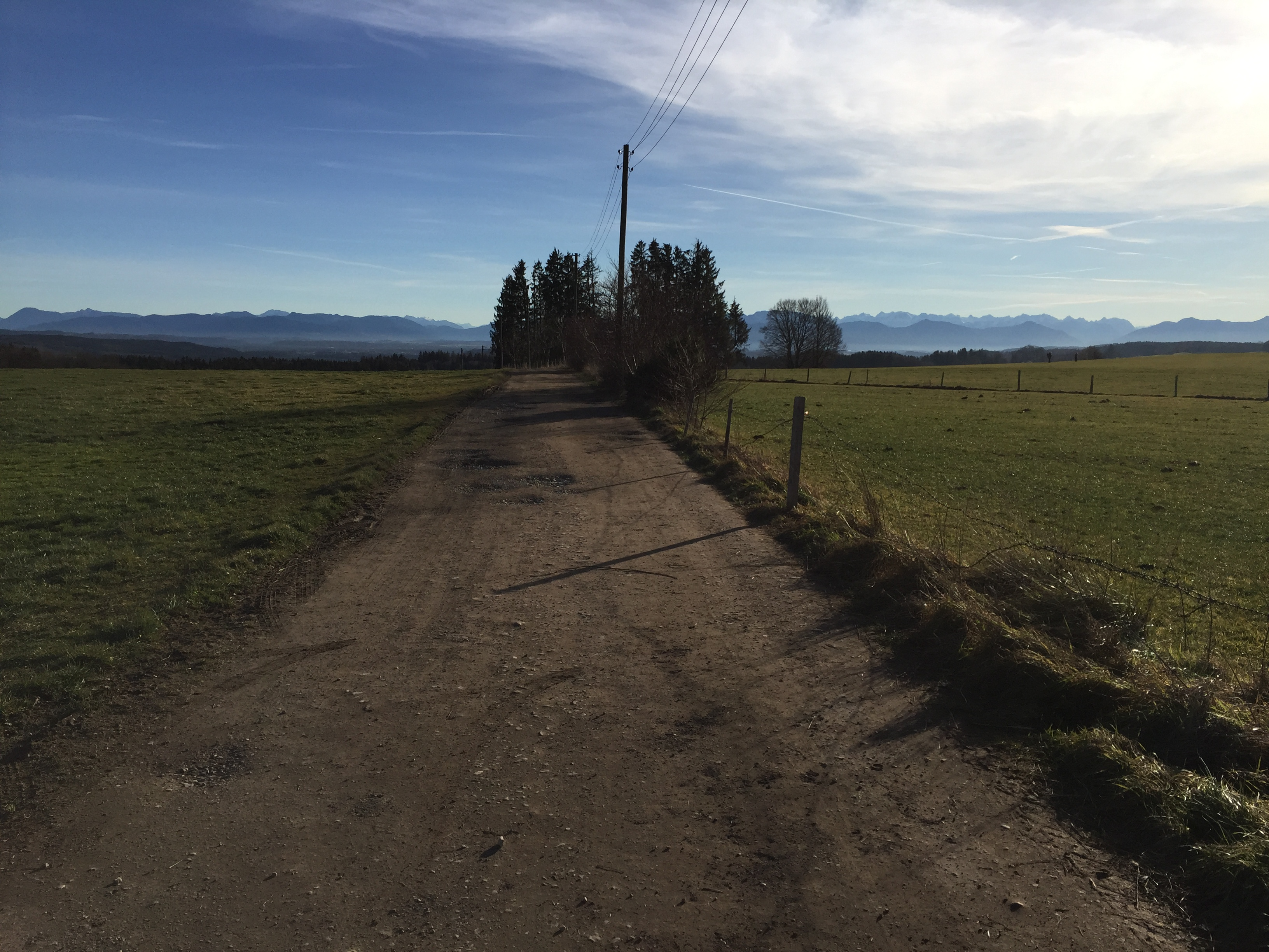 Bergab von Icking nach Dorfen über den Feldweg.