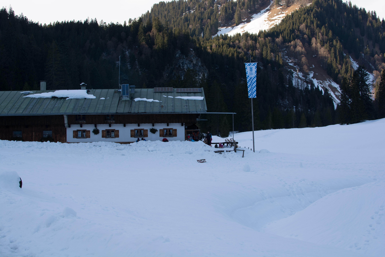 Die Schwarzentennalm unterhalb des Hirschbergs