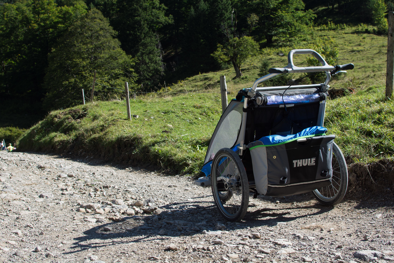Der Weg bergauf zur Binsalm ist größtenteils holprig und nur für geländetaugliche Kinderwagen geeignet.