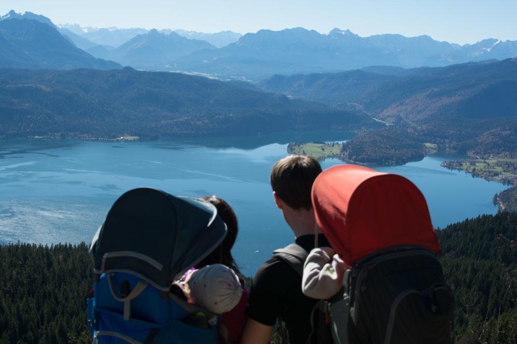 Aussicht auf Walchensee, Karwendel und Wettersteinmassiv vom Jochberg