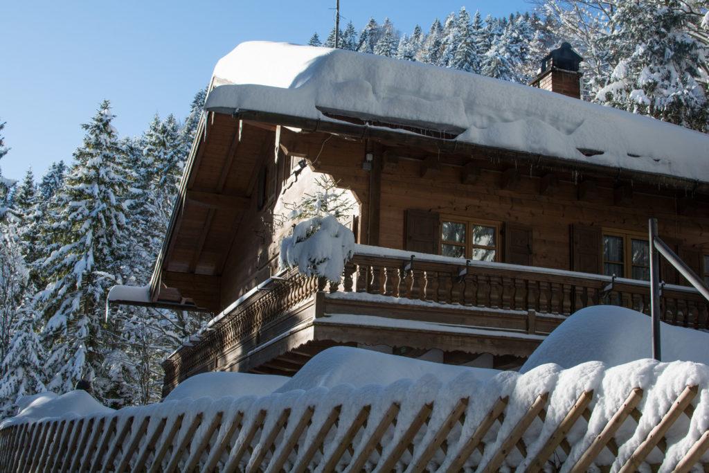 schneebedeckte Kirchsteinhütte