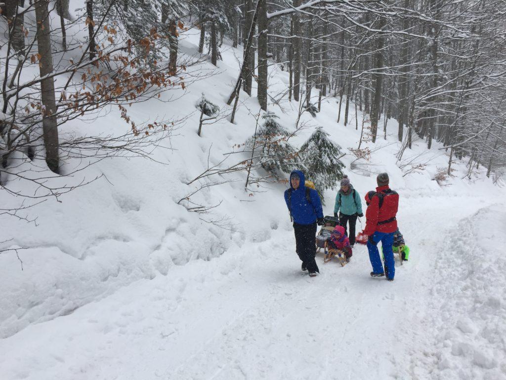 Bergauf im Schneetreiben