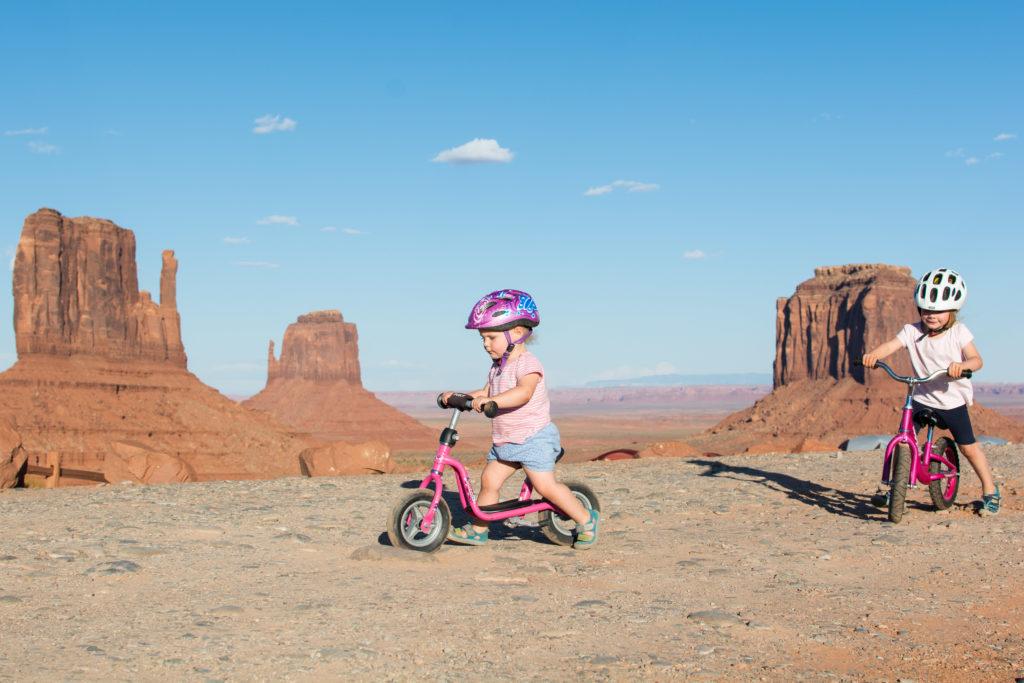 Spritztour mit Aussicht: Laufrad fahren im Monument Valley