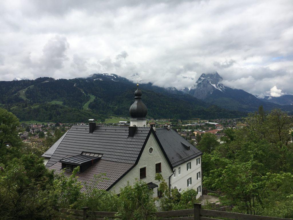 Ausblick oberhalb von St. Anton auf Garmisch-Partenkirchen