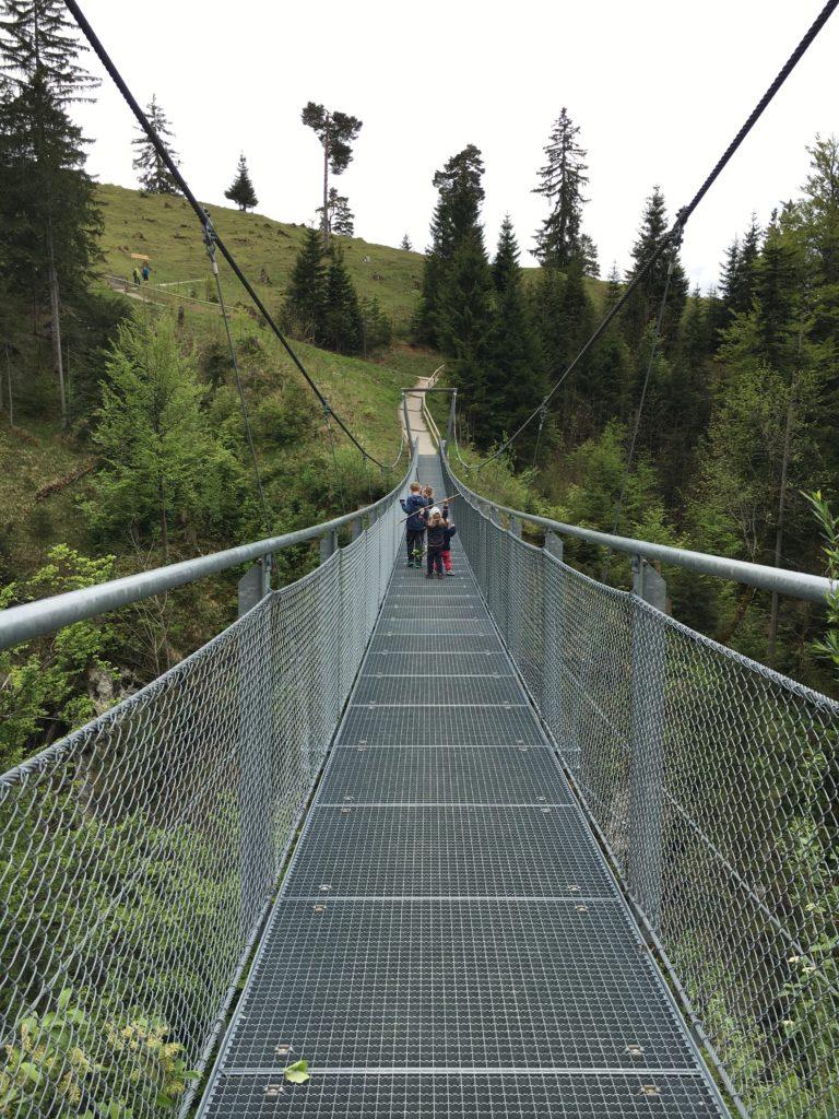 Hacker-Pschorr-Hängebrücke über dem Faukengraben