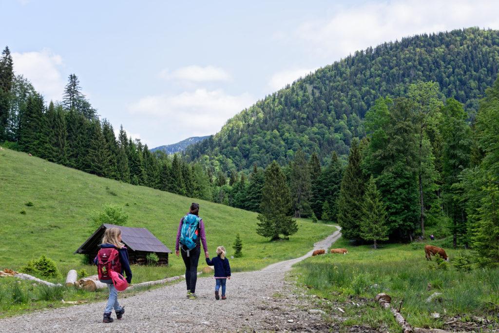 Wandern mit Kindern zum Wasserfall in der Jachenau