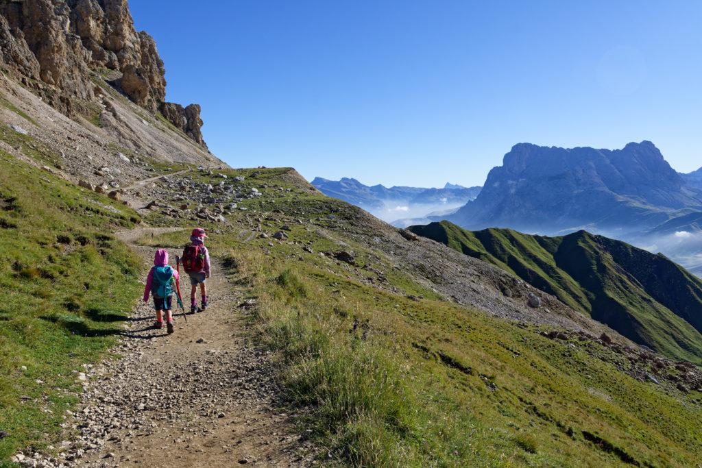 Wandern mit Kindern auf der Seiser Alm bei der Tierser Alpl Hütte
