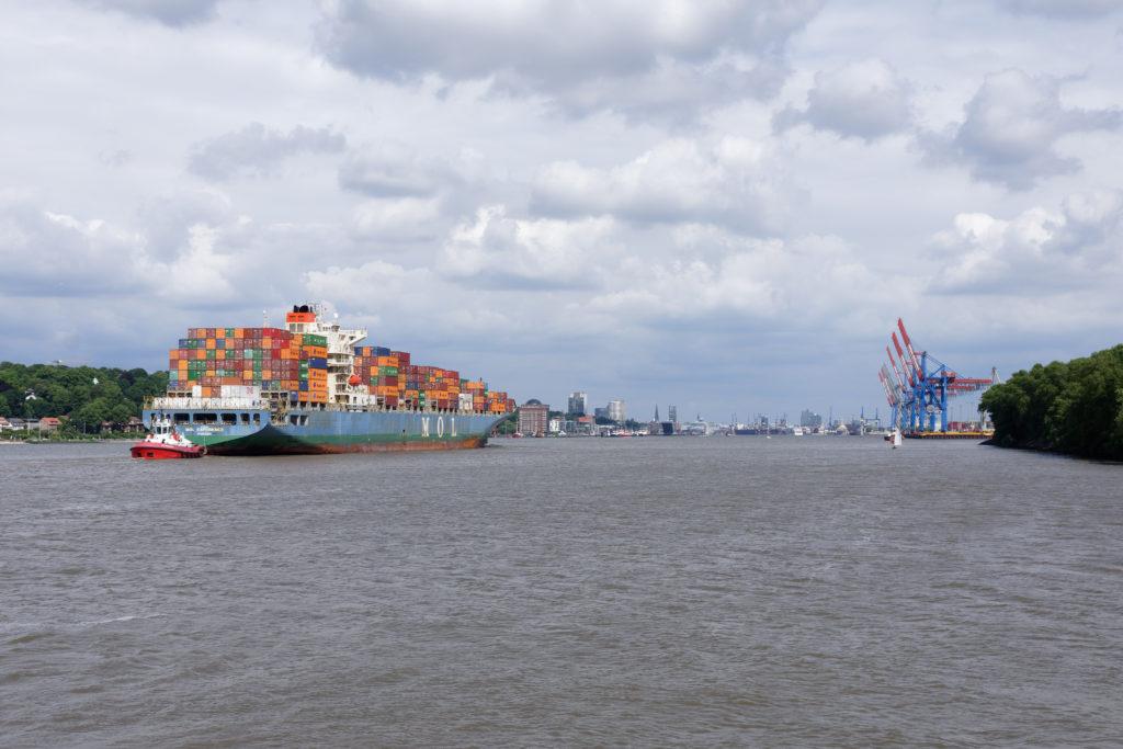 Hamburg Elbe Containerschiff
